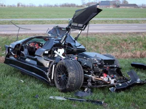 Разбитый автомобиль остался практически без кузова