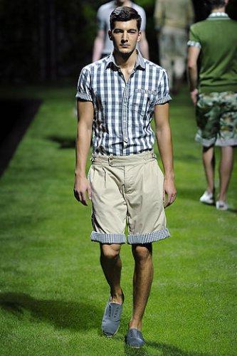 Особенно в мегаполисе.  Стиль мужской рубашки 2011.