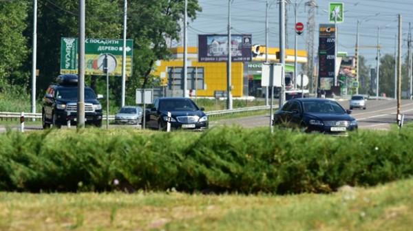 Кортеж Яценюка проехал без очереди на светофоре