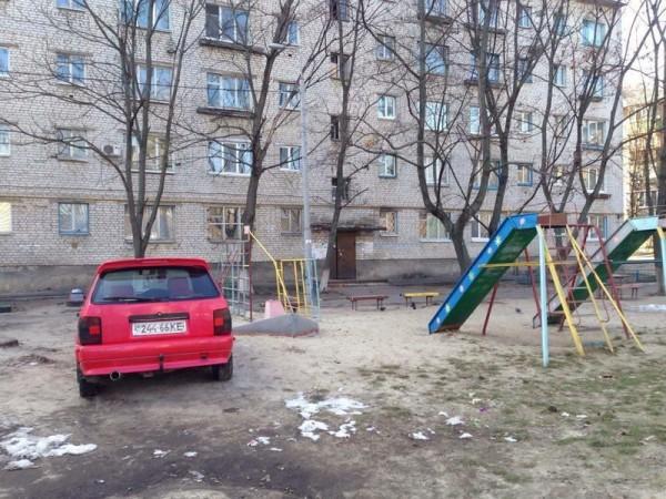 Особенности парковки на детской площадке