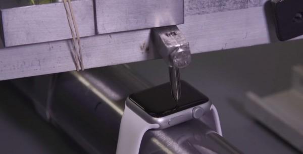 Стекло Apple Watch устойчиво к царапинам