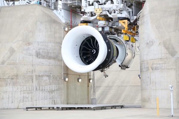 GE9X на испытательном стенде в испытательном центре GE Aviation