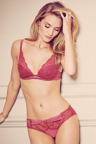 Надень на Роузи белье от Marks & Spencer - и получится красота, от которой глаз не оторвать