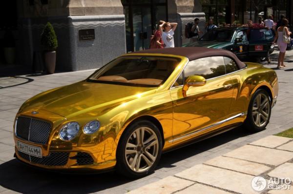 Золотой Bentley Continental GTC с донецкими номерами
