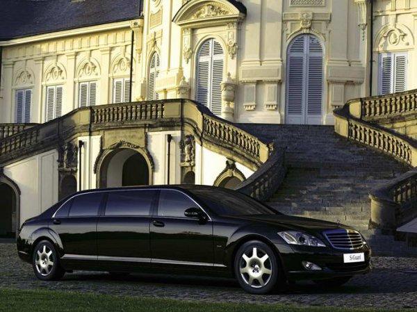 Януковичу тайно купили бронированные лимузины