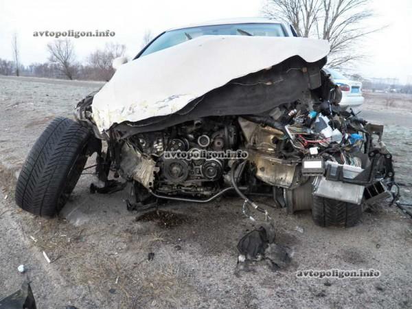 Lexus серьезно пострадал в аварии