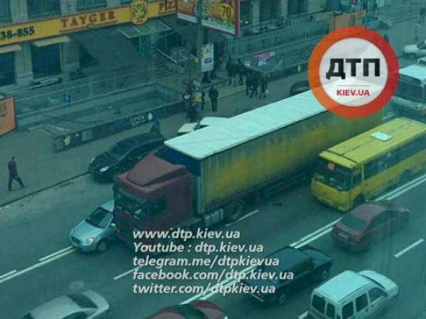 Из-за аварии в Киеве серьезная пробка