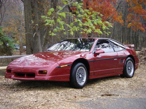 Так выглядит Pontiac Fiero GTO того же года