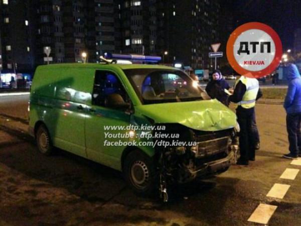 Инкассаторский микроавтобус попал в ДТП