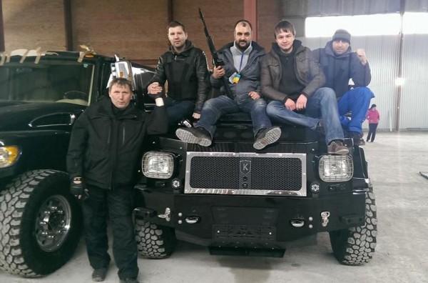 Активисты настаивают, что распределили авто между сотнями Самообороны для оперативных дежурств