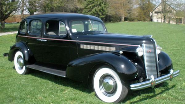 Один из участников - Buick Roadmaster (1937г.). Производство США. Всего выпущено 3070 автомобилей.