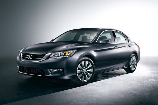 Седан Honda Accord 2013 модельного года