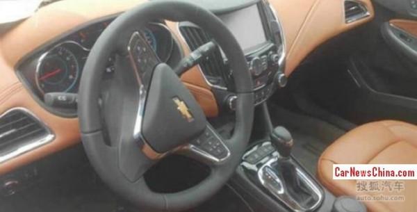 Салон нового Chevrolet Cruze с большим дисплеем