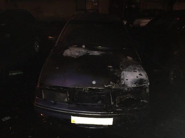 Одно из сгоревших авто