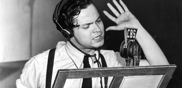 Орсон Уэлсс во время радиоспектакля