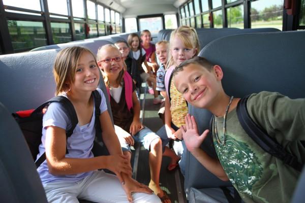 ПДД Украины 2013: тормозите перед автобусами с детьми