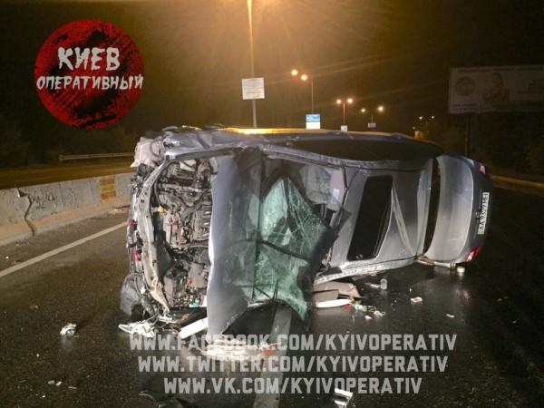 Сотрудники мойки уничтожили авто клиента