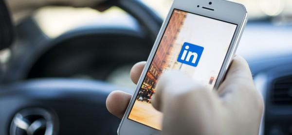 Соцсеть LinkedIn купят