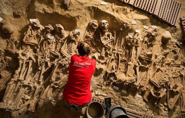 Под Севастопольским бульваром в Париже обнаружили 200 трупов
