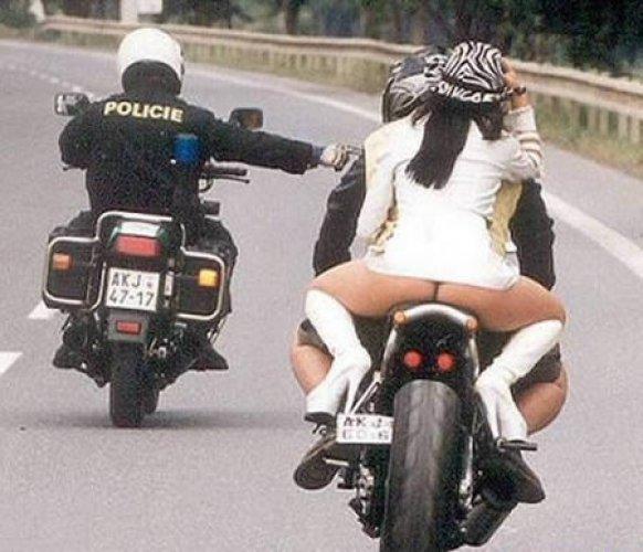 Полицейского вид сзади не прельстил
