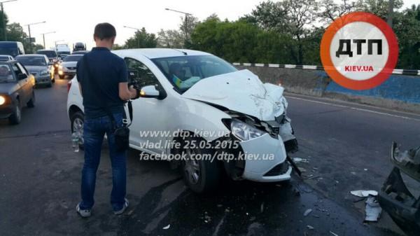 Пьяный водитель спровоцировал аварию в Киеве