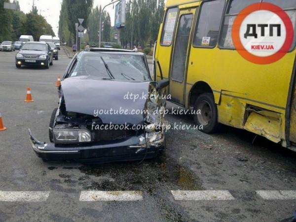 Авария с маршруткой в Киеве