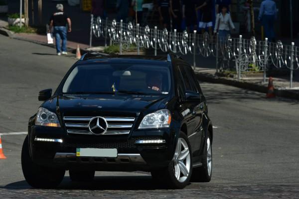 Ющенко сам водит авто