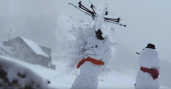 Дрон-убийца расправился со снеговиками, но проиграл шарику