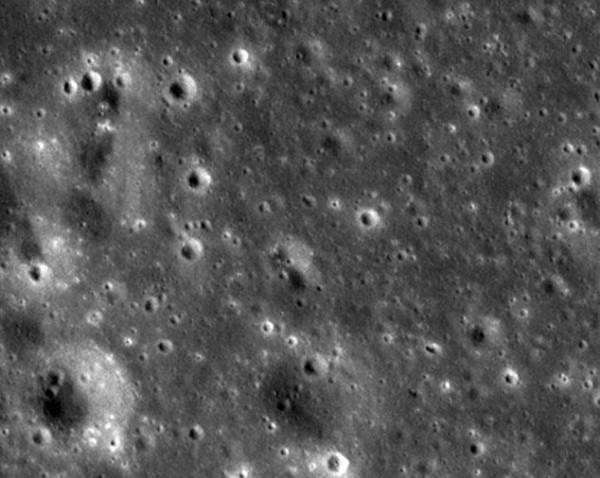 Поверхность Луны до падения метеорита