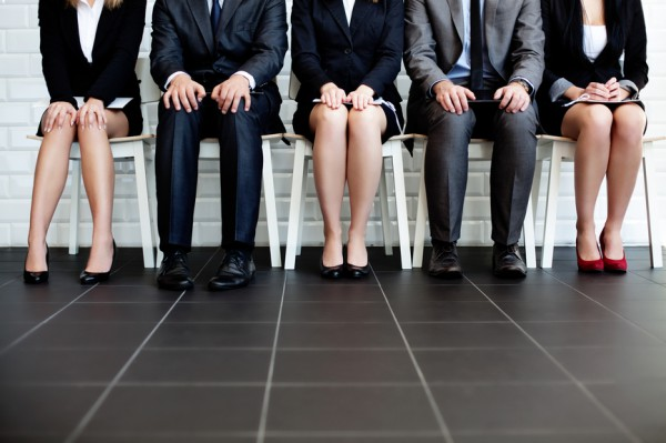 Чем больше кандидатов на должность - тем больше шансов обзавестись приятными знакомствами