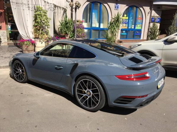 Очередной новый Porsche 911 за 3 миллиона засветился в Киеве