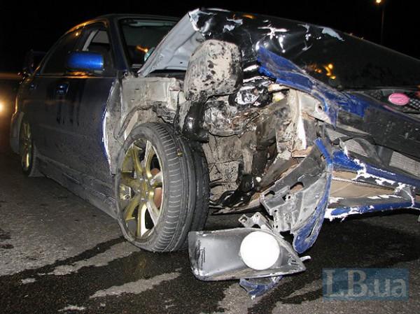 Водитель Субару ударил Jeep, и тот отлетел на стоянку