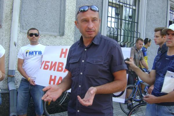 Юрий Кочубеев был сбит грузовиком и стал инвалидом