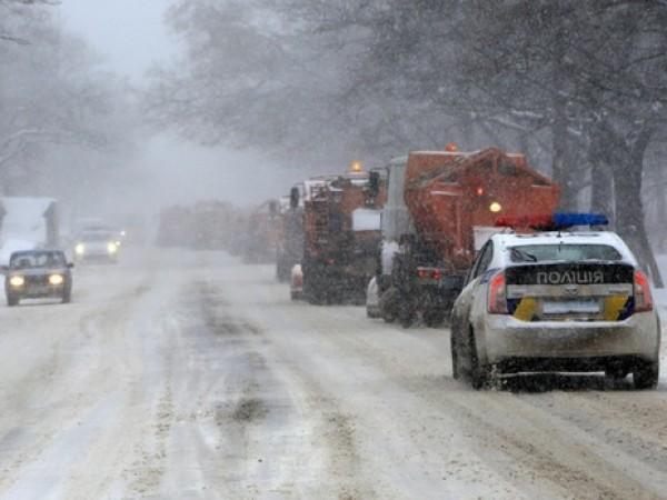 Из-за снега в Одессе перекрыли трассы