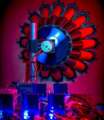 Эксперимент показал возможность получать энергию из черных дыр