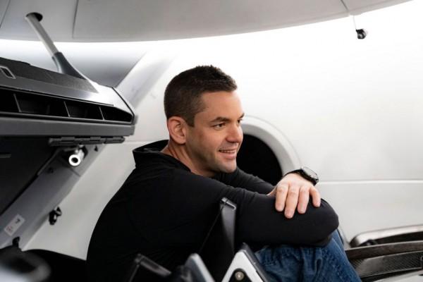 Основатель и генеральный директор Shift4 Payments Джаред Исаакман внутри космического корабля SpaceX Crew Dragon
