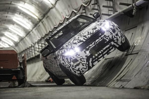 Range Rover Evoque Convertible под землей