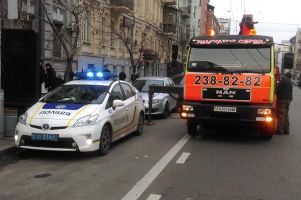 Полицейские эвакуировали сотни авто