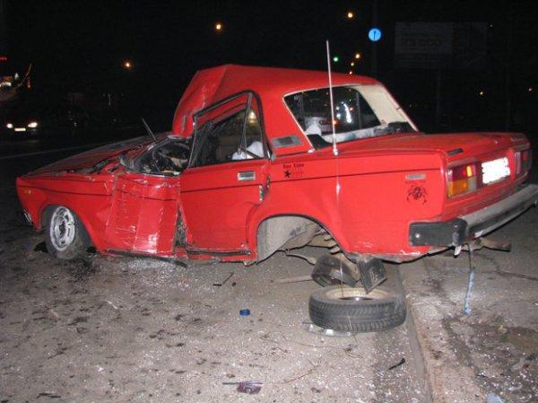 Водитель получил тяжелые травмы, пассажиру повезло
