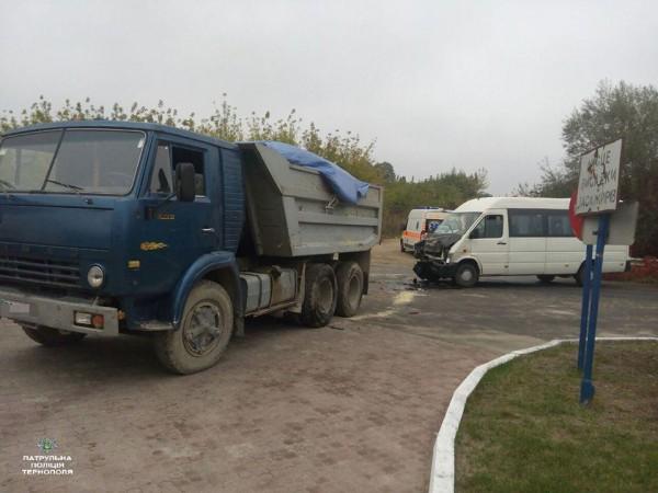5 человек пострадали в итоге столкновения автобуса с грузовым автомобилем вТернополе