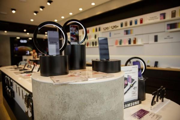 Даже в брендовых магазинах Samsung Experience Store уделяют внимание экологии