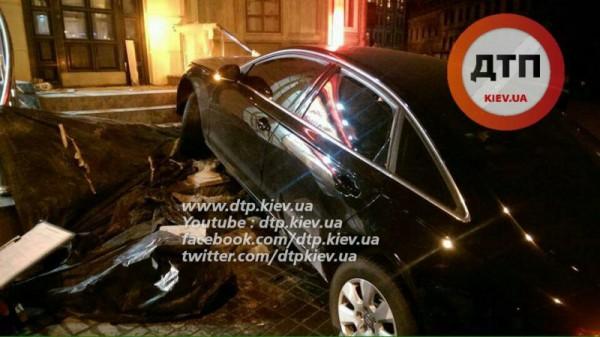 Авария у ресторана в Киеве