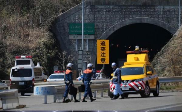 Спасатели ликвидируют ЧП в тоннеле