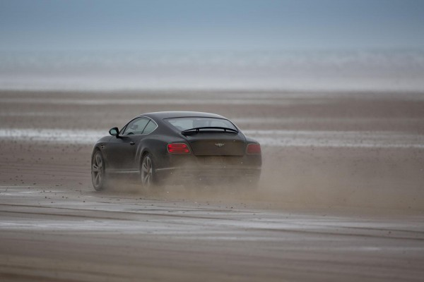Bentley Continental GT в движении