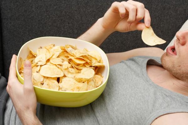Натрий в чипсах стимулирует выработку желудочного сока