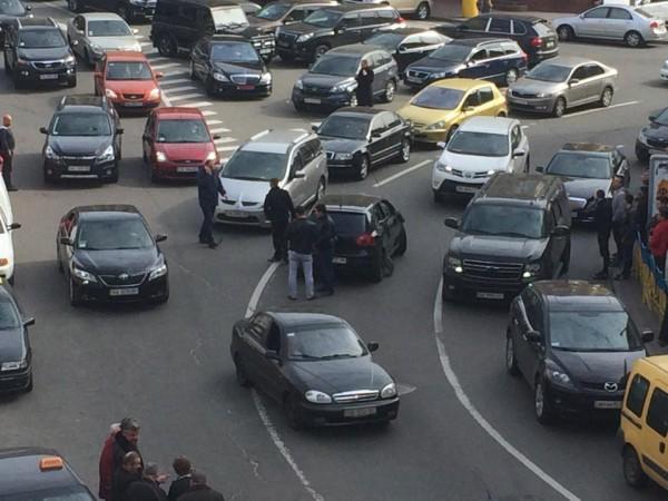 Polo остановили у Бессарабского рынка