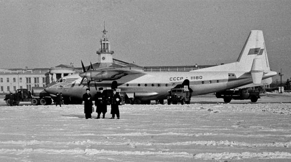 Ан-10 86-го авиаотряда в аэропорту Львов