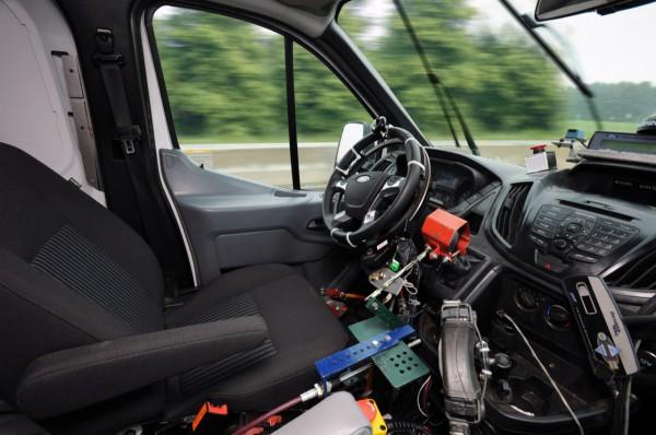 Фургон движется по запрограммированной траектории
