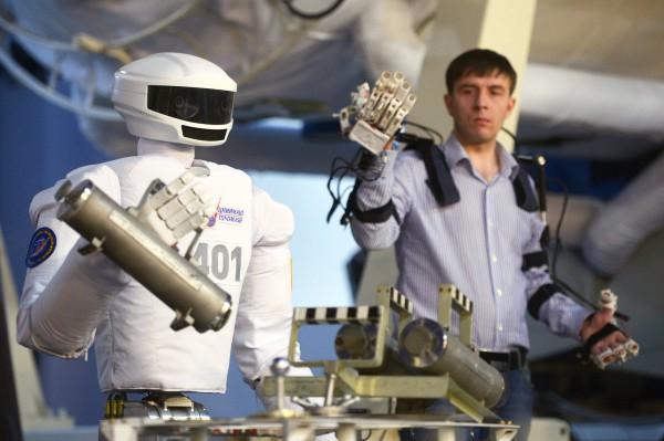 Робот управляется дистанционно