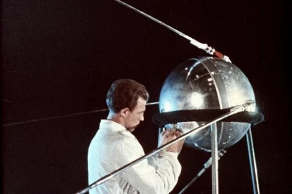 Спутник-1 в реальном размере